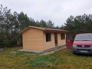 drewniany domek letniskowy - montaż